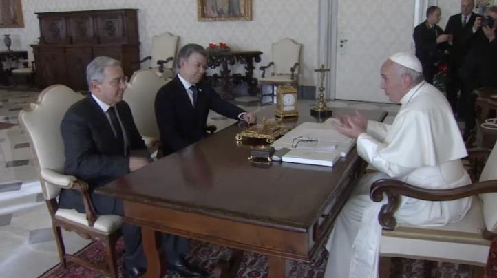 El papa Francisco reúne al presidente de Colombia y a Álvaro Uribe para hablar sobre la paz