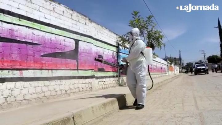 Sanitizan calles de San Agustín de las Juntas, Oaxaca