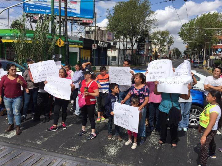 Denuncian falta de agua potable en Iztapalapa