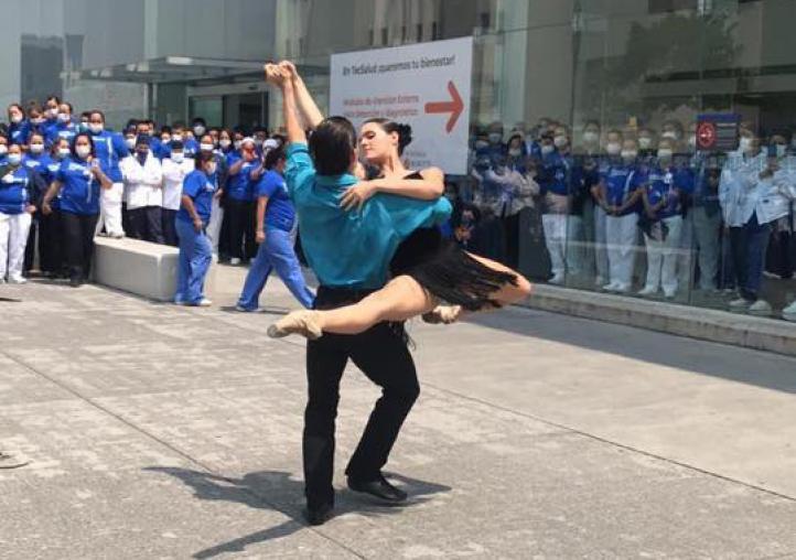 Ballet de Monterrey hace presentación para personal de salud