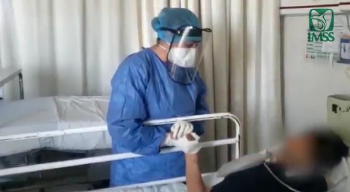 Una enfermera canta a los pacientes de Covid-19
