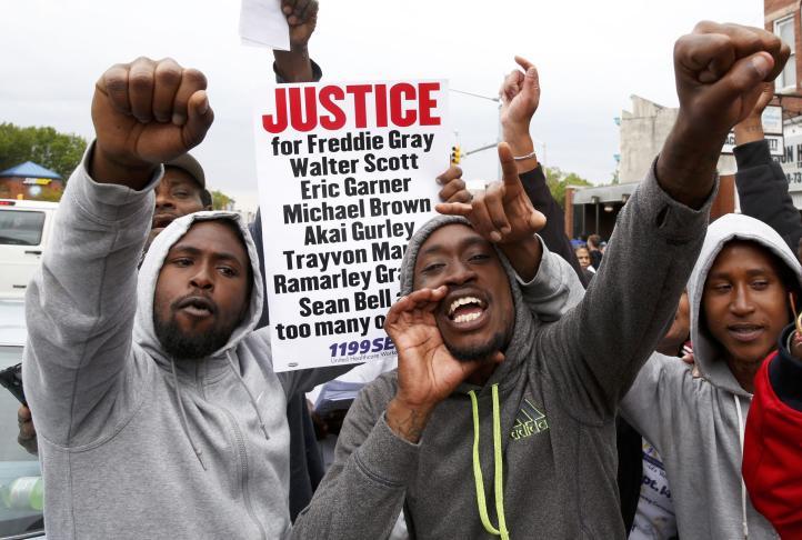 Cargos a 6 policías de Baltimore por muerte de afroamericano