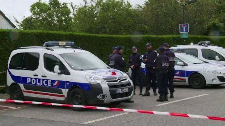 Hombre que mató a dos policías en París declaró su lealtad al EI