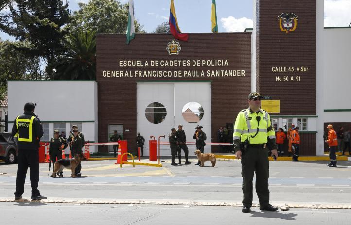 Explosión de coche bomba en Bogotá deja 9 muertos
