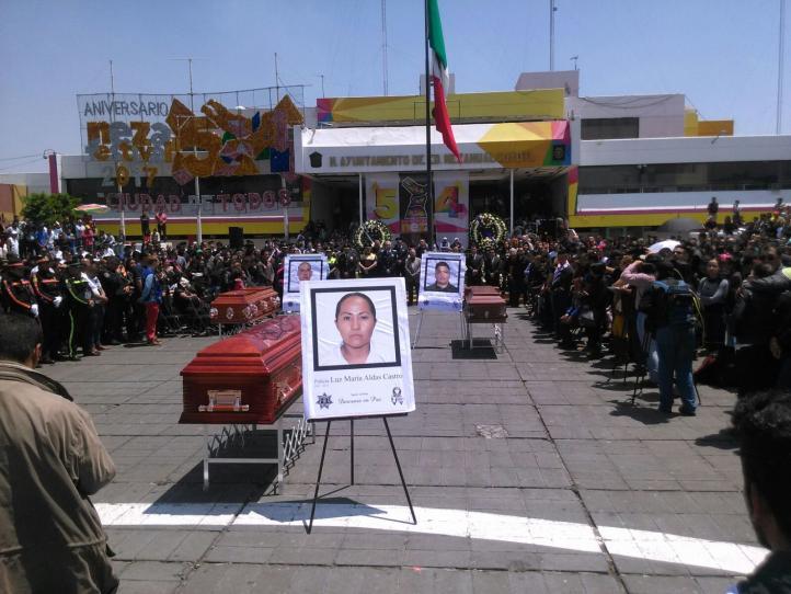 Rinden homenaje a los policías que murieron al evitar el asalto en Edomex