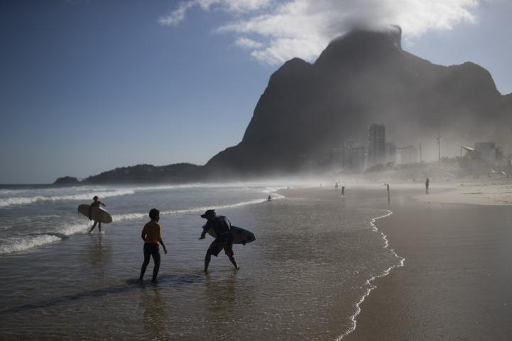 Surf da esperanza a jóvenes de la favela de Rocinha