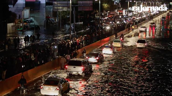Las intensas lluvias obligan a suspender operaciones en el AICM