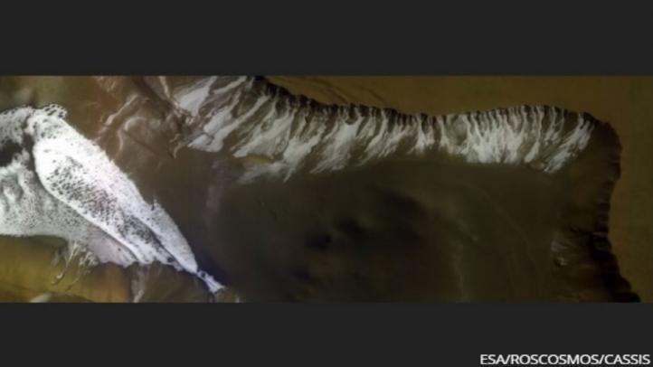 Un cráter helado en el confín del sur de Marte