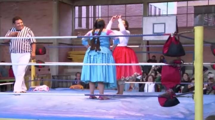 La lucha libre de cholitas toma un nuevo impulso