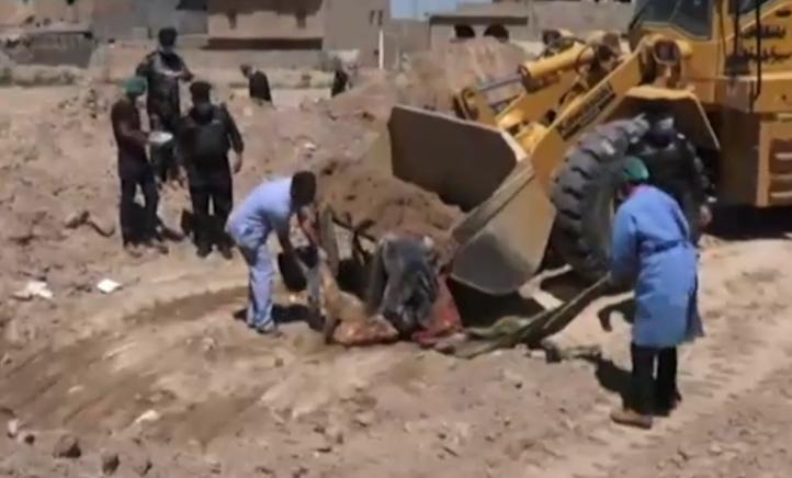 Hallan dos fosas comunes en Ramadi