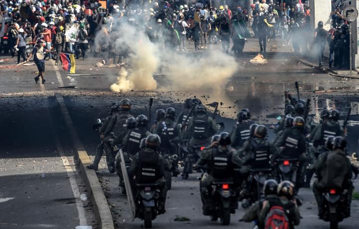 Venezuela: oposición protesta contra militares