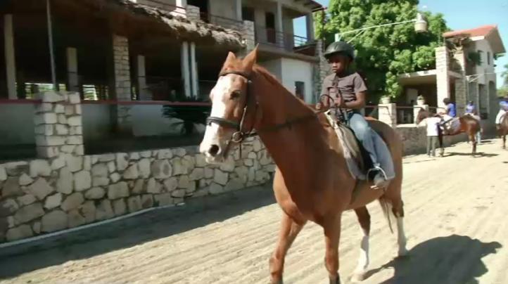 Montar a caballo, terapia para personas con discapacidades