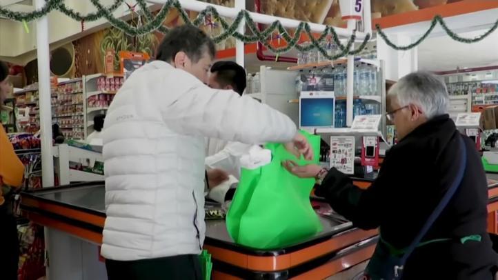 Cuestionan prohibición de bolsas de plástico en la CDMX