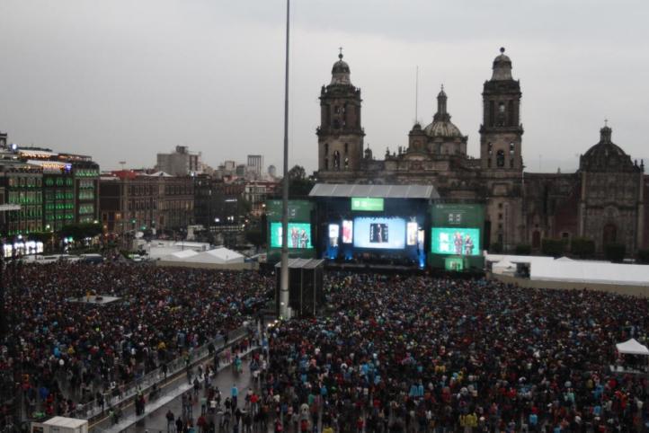 El Zócalo, escenario de un gigantesco karaoke de José José