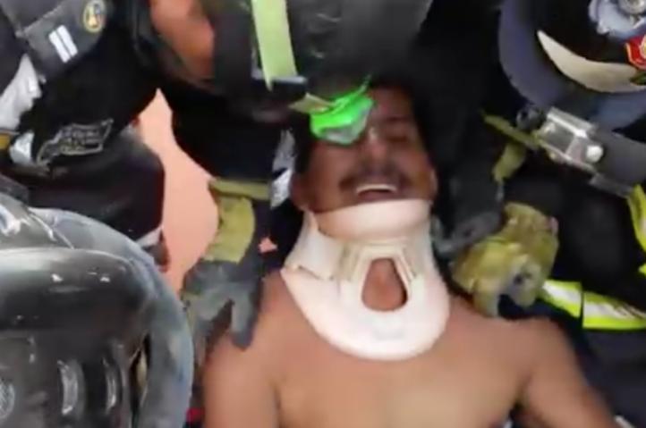 Rescatistas trabajan a contrarreloj en Ecuador