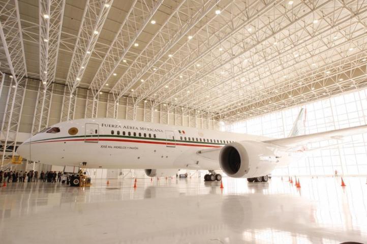 Vuelve a México el avión presidencial