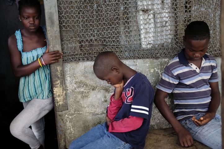 El drama de al menos 3 mil 700 niños huérfanos por el ébola