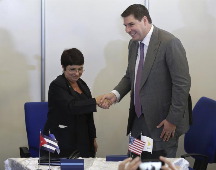 La telefonía móvil de EU llega a Cuba