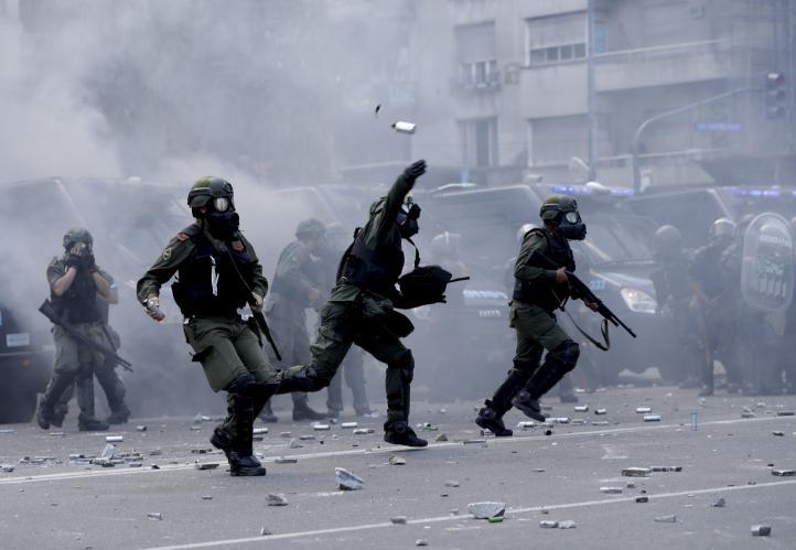 Argentina: entre protestas y represión se frena reforma jubilatoria