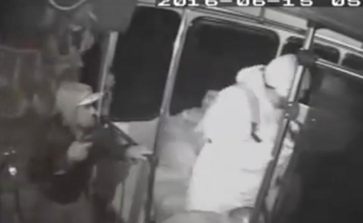 Cámaras de seguridad graban los asaltos en autobuses