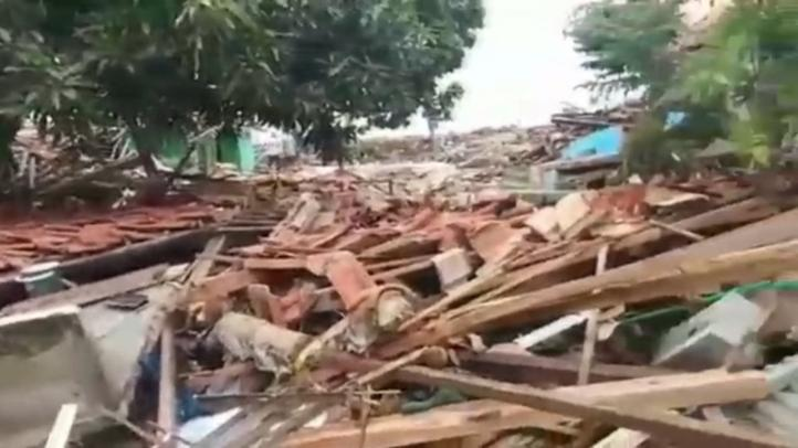 Al menos 222 muertos y 843 heridos por tsunami en Indonesia