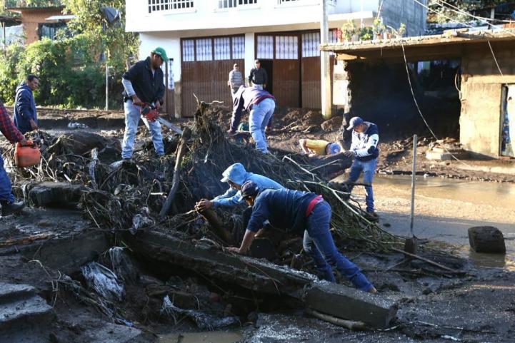 Por lluvias, se desborda el río Cutio en Michoacán
