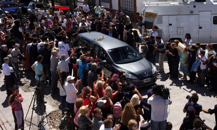 Sepultan al fiscal Nisman entre aplausos y clamor de justicia