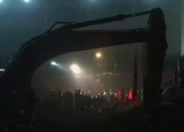 Hombre sobrevive  casi 70 horas enterrado en derrumbe de  China