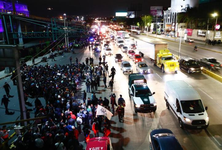 Policías federales abren circulación frente al AICM