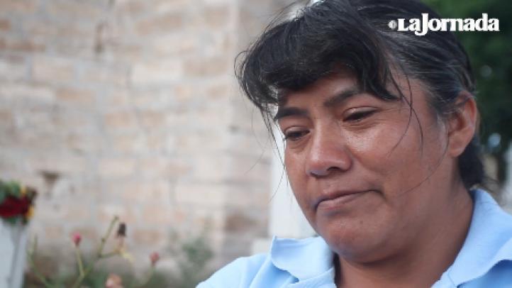 Patricia Sánchez, madre de la víctima más joven del ataque en Nochixtlán, visita el lugar donde su hijo cayó