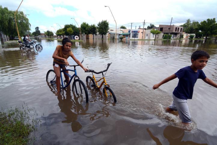 Argentina: un muerto y 5 mil evacuados por temporal