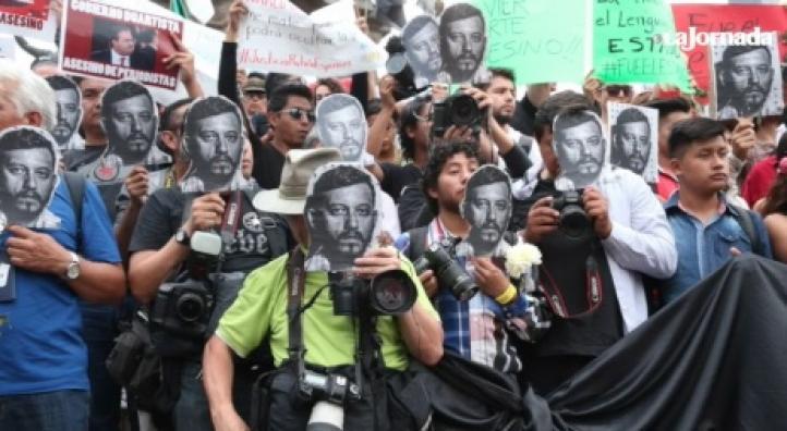 Protestan en seis ciudades por el asesinato del fotógrafo Rubén Espinosa