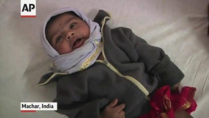 Rescatan a bebé y su madre, tras quedar atrapados en alud, en India