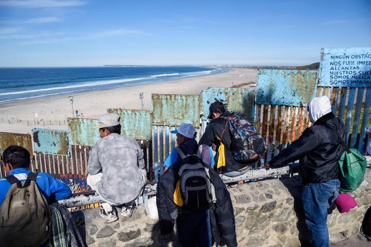 """En busca de una """"nueva vida"""" llegan migrantes a Tijuana"""