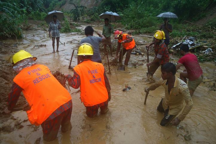 Decenas de muertos por deslaves en Bangladesh