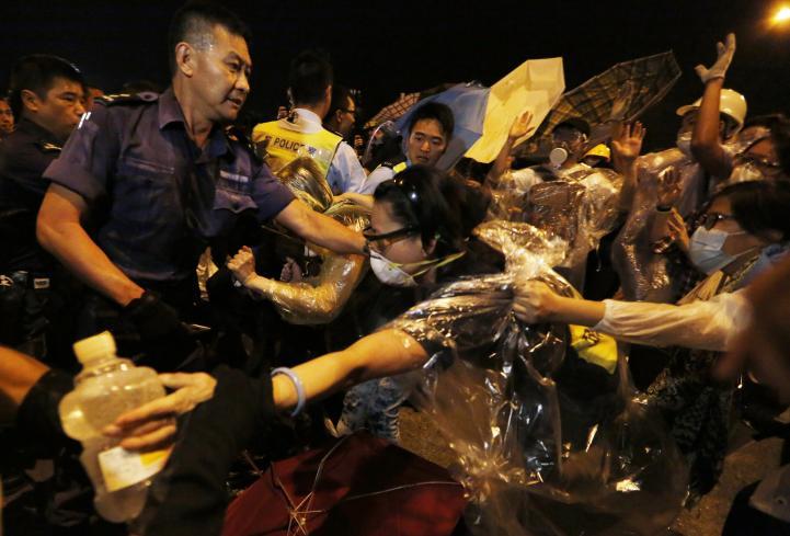 Indignación en Hong Kong por golpiza de policías a manifestantes