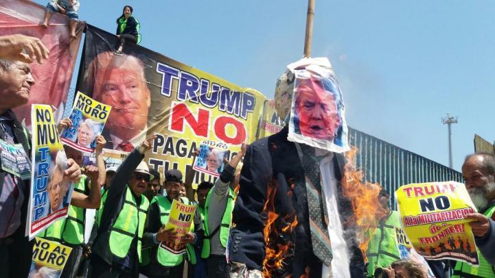 """""""Megamentada de madre"""" a Trump en la frontera"""