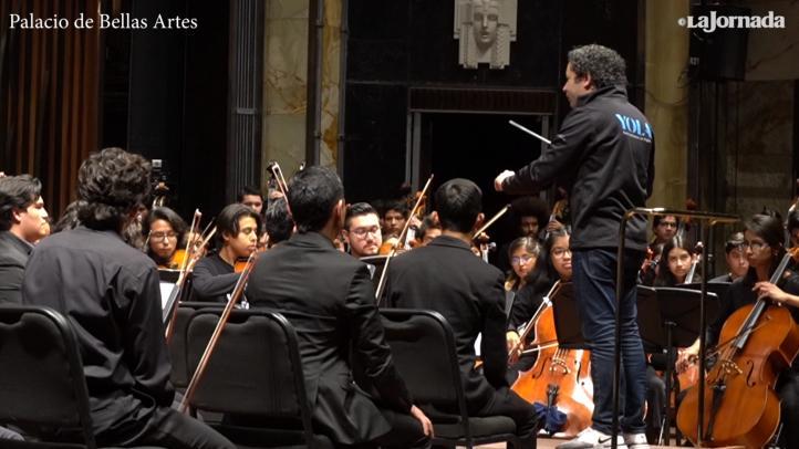 Dudamel ensaya con jóvenes de EU y México