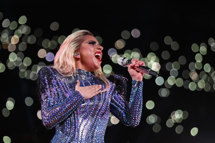 """Lady Gaga canta """"Esta tierra es tu tierra"""", de Woody Guthrie, en Super Bowl"""