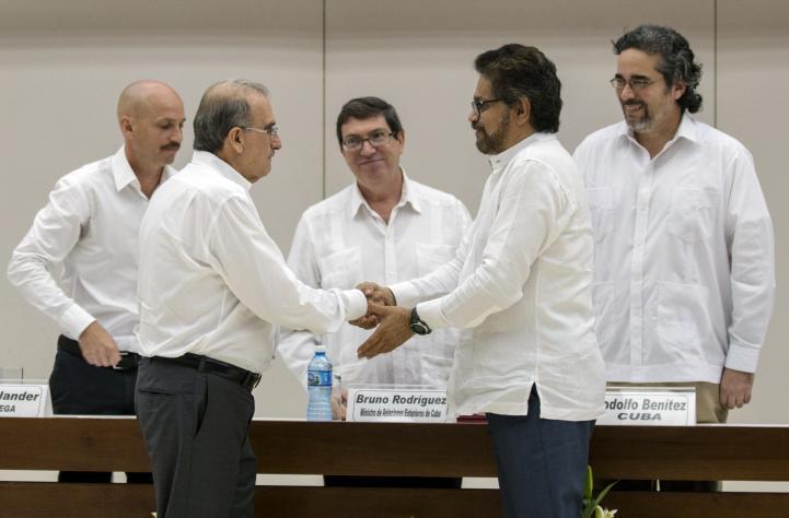 Gobierno colombiano y FARC firman acuerdo sobre víctimas