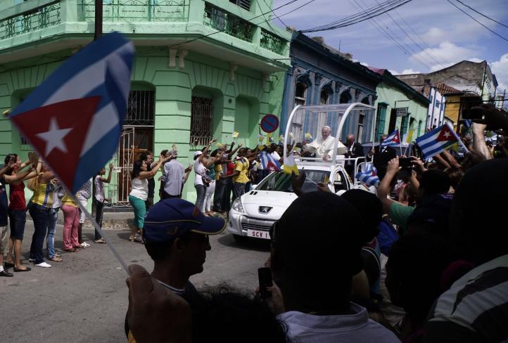 """Papa convoca en Cuba a una """"revolución"""" de ternura"""