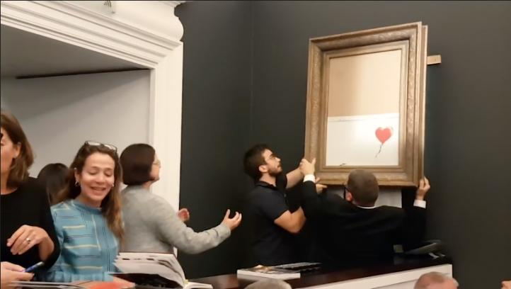 Publica Banksy versión extendida de la destrucción de 'Niña con globo'
