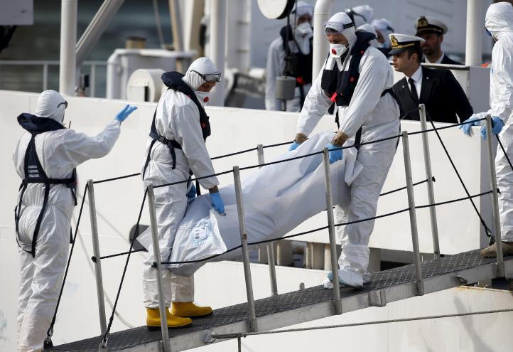 Recuperan 24 cuerpos tras el naufragio en el Mediterraneo
