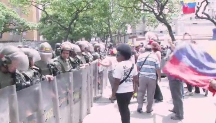 Venezuela: Opositores protestan a favor de refrendo