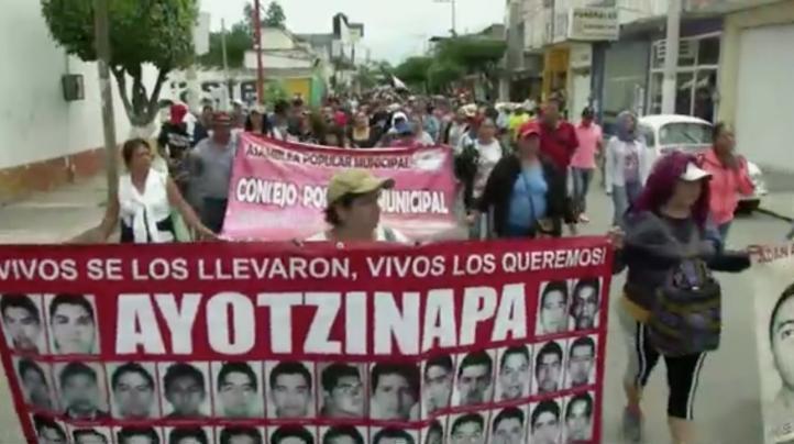 Marcha en Iguala por los 43
