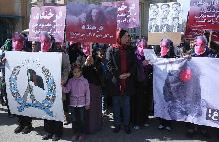 Protestan por joven linchada por una turba en Afganistán