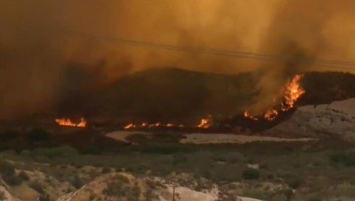 Más de 82 mil personas desalojadas por incendio forestal en Estados Unidos
