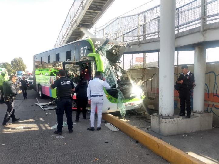 Choca unidad del Mexibús en Ecatepec; 20 lesionados