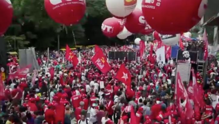 Brasileños salen a las calles a manifestar su apoyo a Dilma Rousseff