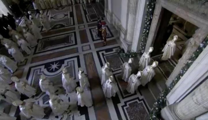 """El papa Francisco pide a la Iglesia """"abrirse al mundo"""""""